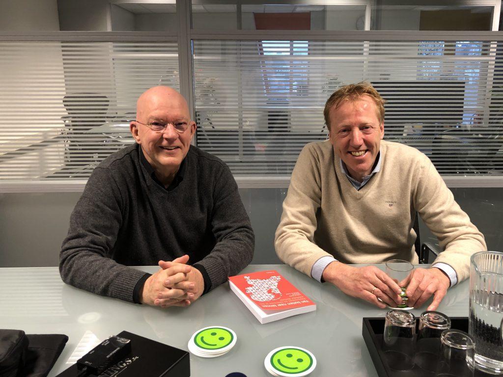 Michel van der Togt (KLANTINFOCUS) en Frank Bruijninckx (HowAboutYou) aan de Havenstraat in Bussum. Foto: Barbara Visser
